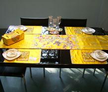 黄地中云龙餐桌组合套